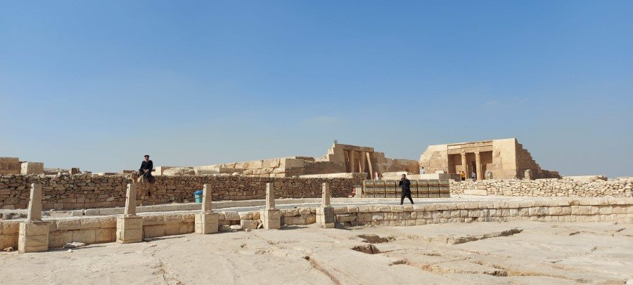 Temples and cemeteries around the Pyramids of Giza