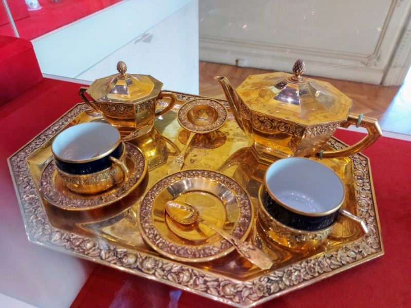 Gold tea set at the Royal Jewellery Museum